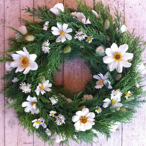 Milton Keynes Funeral Flowers Wreath 6